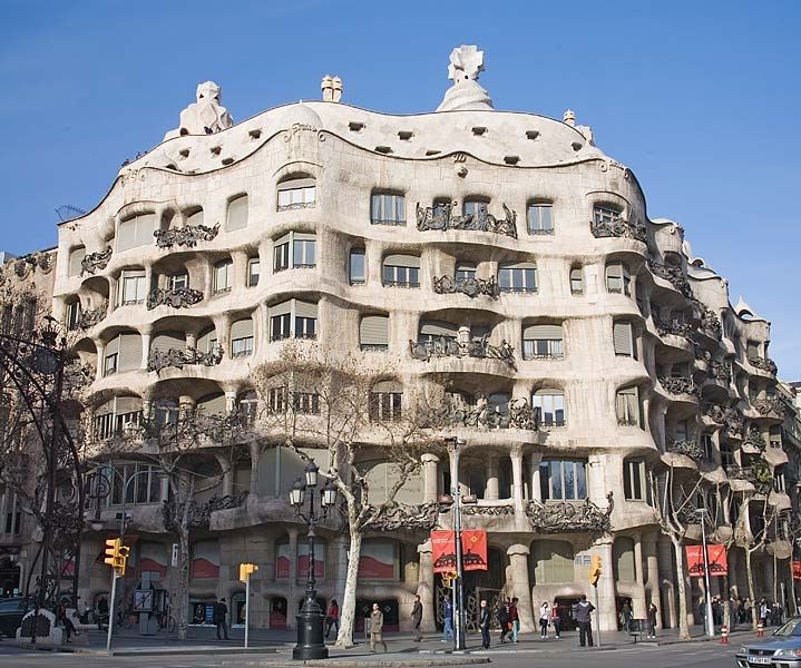 FREE TOUR Barcelona: GAUDÍ - Runner Bean Walking Tours