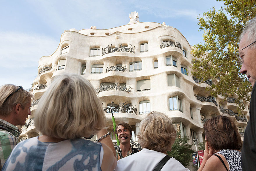 free tour barcelona gaud runner bean walking tours