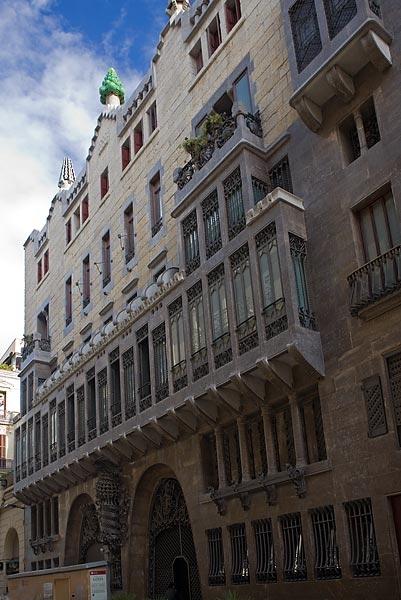 free tour barcelona gaudÍ runner bean walking tours