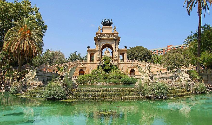 Free picnic at Ciutadella Park Barcelona
