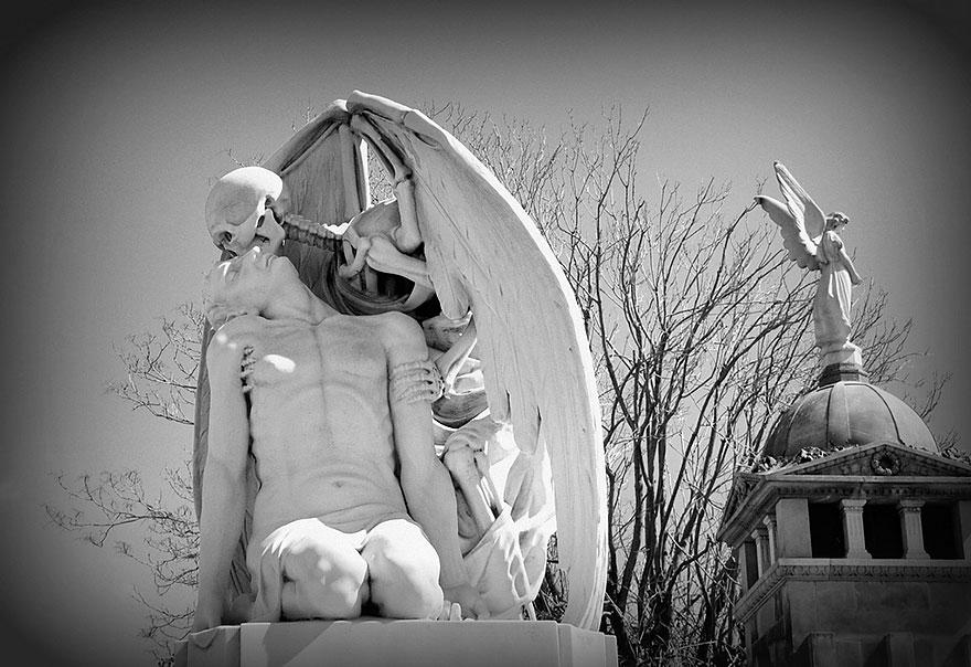 Free walk PobleNou Cemetery - Barcelona